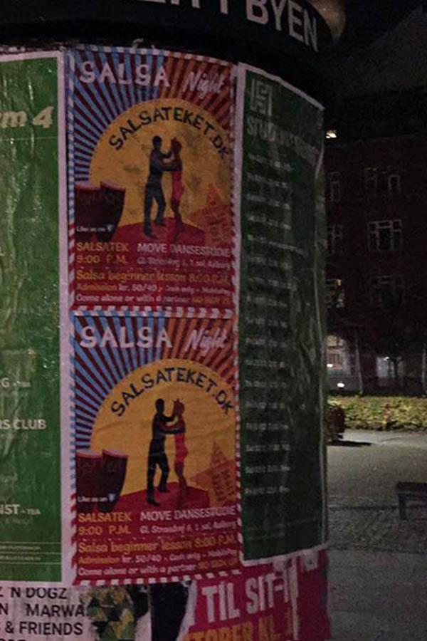Salsateket.dk på plakatsøjlen ved Aalborg Banegård